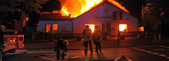 traditionsverein geht in flammen auf. Black Bedroom Furniture Sets. Home Design Ideas